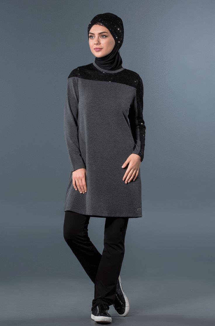 Siyah pul payetli ikili eşofman takımı, tesettür eşofman markası: mayovera'da. Hijabfriendlysportswear