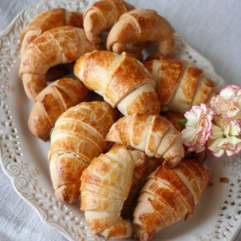 Alternatywa na niedzielne śniadanie :) Idealnie maślane i kruche rogaliki :)