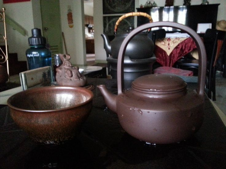 Marriaging an artistic #purle#clay #teapot with a #temoku#bowl.  Instagram: wengtoh  HP: 0122213138