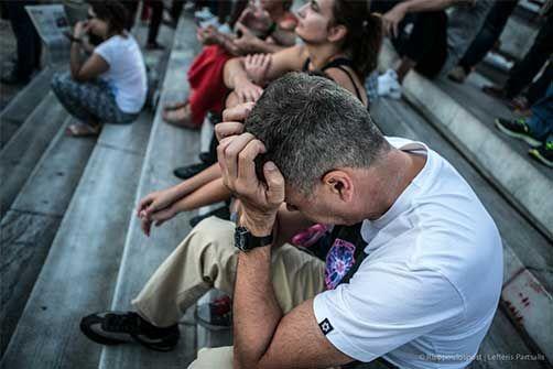 3-7-2015 Τρεις συγκεντρώσεις έλαβαν χώρα εχθές στο κέντρο της Αθήνας. Υπάρχει αναβρασμός και αυτό φαίνεται από τις εκφράσεις των συμπολιτών μας. Σήμερα το κέντρο θα σειστεί από τα δυνατά ΝΑΙ και ΟΧΙ που θα ακουστούν στις αντίστοιχες συγκεντρώσεις σε Καλλιμάρμαρο και Σύνταγμα.