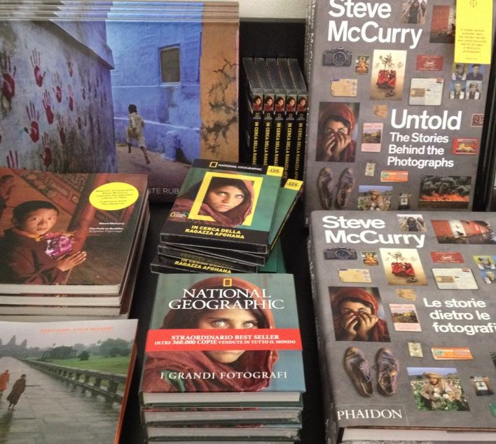The bookshop of Sensational Umbria by Steve McCurry #McCurry #SensationalUmbria #SU14 #Perugia #mostra #Fotografia #Photography #exhibition #Umbria #book #museum #art #bookshop #catalogue