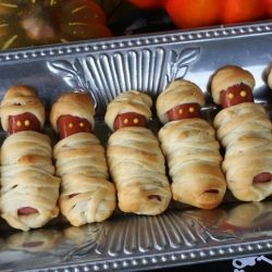 The ultimate Halloween Party Food post.  Mummy Dogs and *17* other perfect snacks!Ideas, Halloween Party Foods, Halloween Recipe, Halloween Foods, Halloween Snacks, Halloween Parties Food, Halloween Treats, Crescents Rolls, Hot Dogs