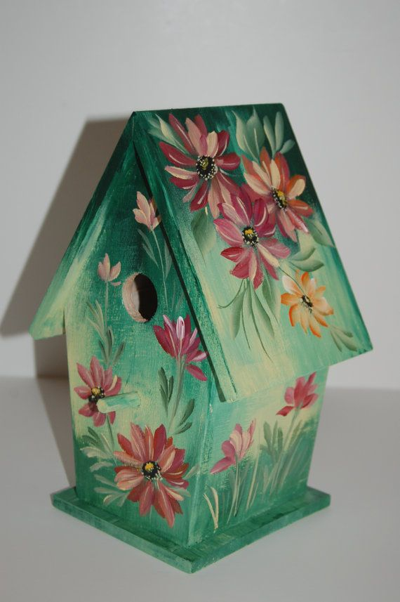 Nice green birdhouse! Blend into the leaves on the tree.