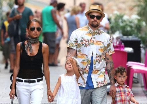 I am digging Nicole Richie's outfit that she wore on vacation in St. Tropez.  White jeans, black tank, black belt, chic scarf, and dark aviators.