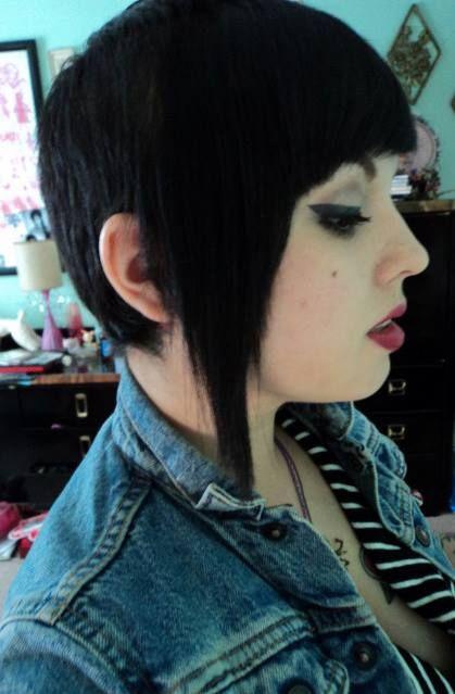 Skingirl con Chelsea haircut #skinhead #subculture