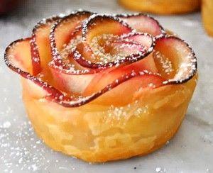 Hej, jag måste dela med mig av ett recept jag hittade, fast det var på engelska. Så jag har förstås översatt det. Ni måste bara se dessa vackra rosor, gjorda av smördeg och äpplen.  Jag har inte…