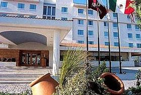Hotel Fiesta Inn Aguascalientes - Junto al Centro Comercial Villasunción, frente al Parque Héroes Mexicanos.