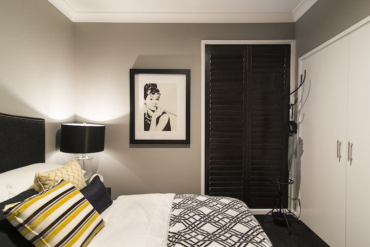 Guest bedroom. Black, White & Yellow.
