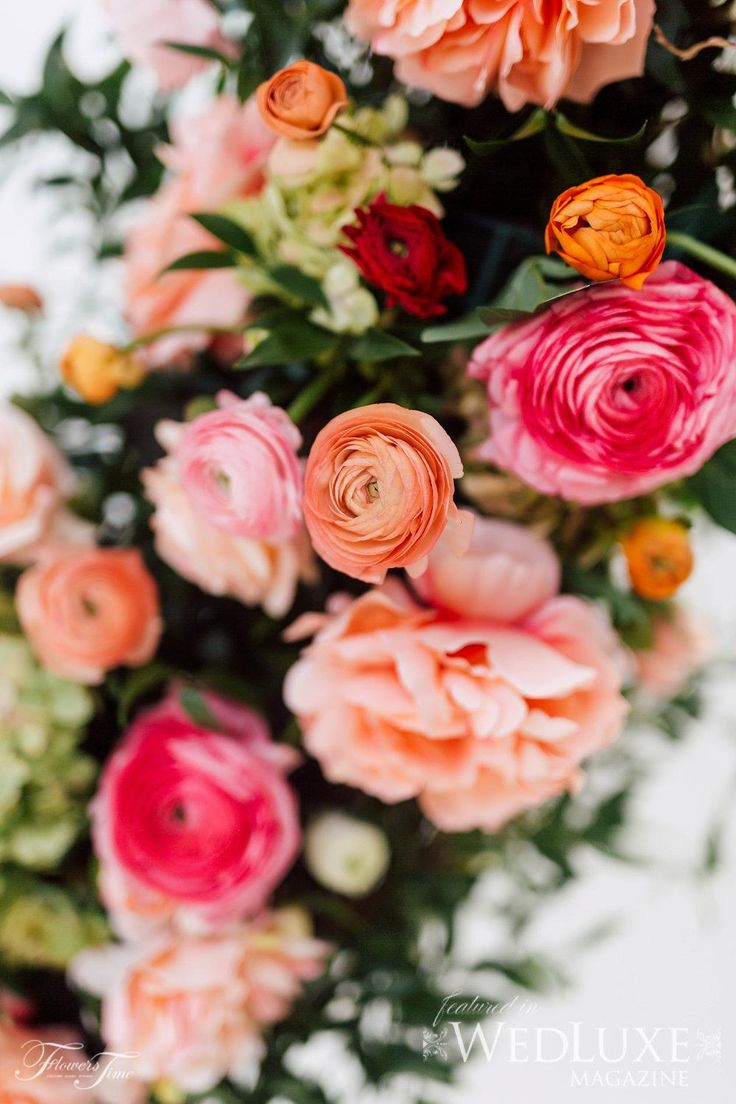 Circular floral wedding backdrop Wedluxe Amalfi style Shoot #ranunculus#pink#red#pink#white#wedding#inspiration#flowers
