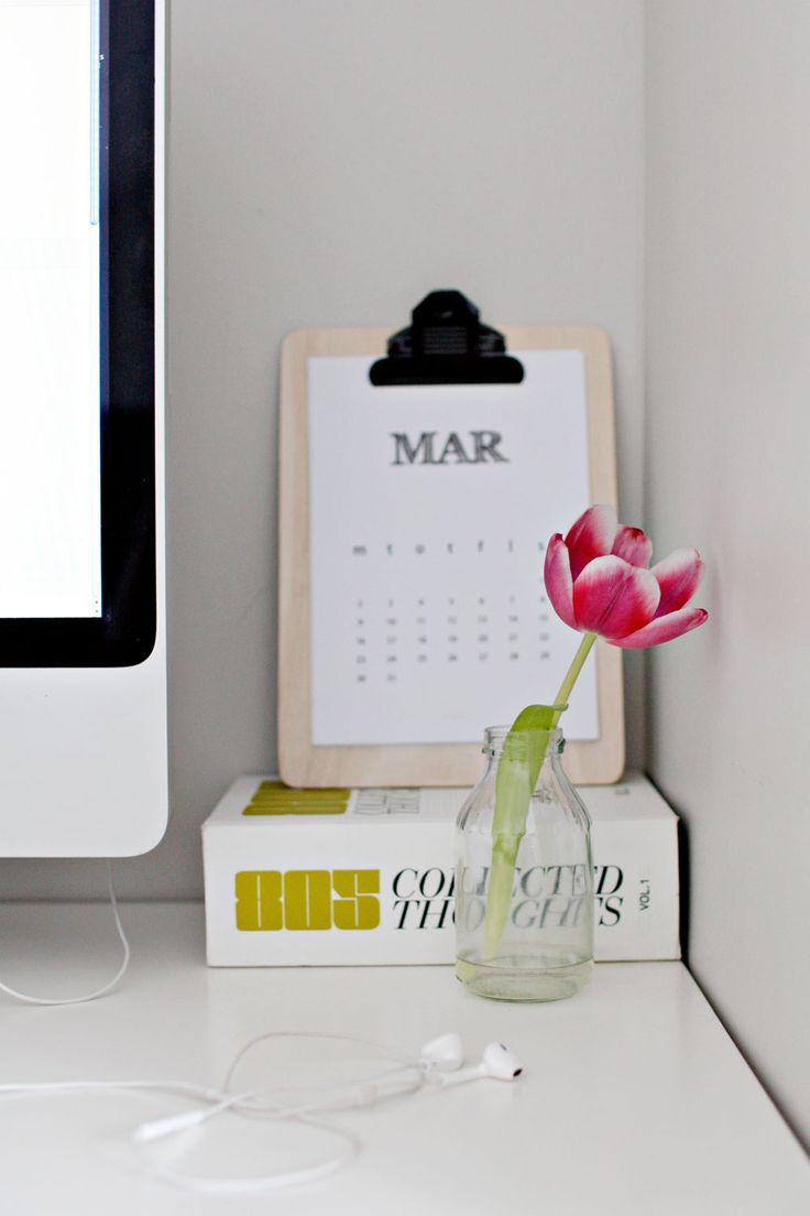 DIY calendar & tulip. Simple and beautiful.