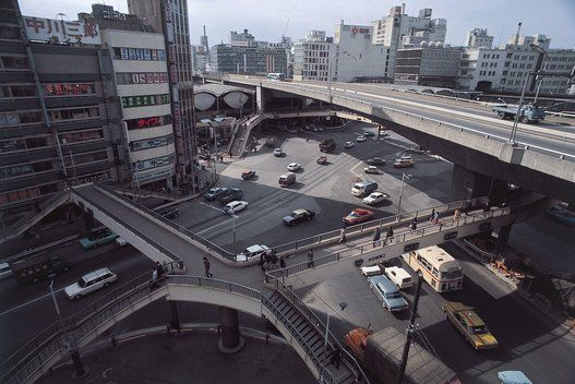 渋谷駅東口の歩道橋と高速道路の高架(東京) 撮影日:1971年02月18日