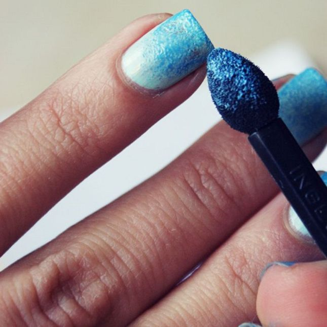 Blue_Ombre_Nails_Shadow_Brush