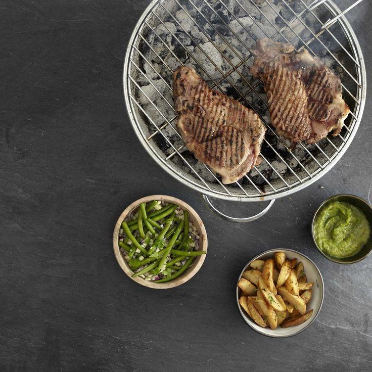 Recept varkensspiering met courgettecrème, bonen-venkelsalade en dikke ovenfrieten