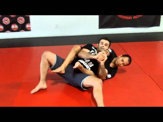 Master Ricardo Cavalcanti show this week a back attack defense with a Darce choke in the end for you surprise��_