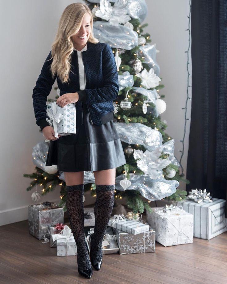 Sarah Couture sur Instagram: Le décompte final est commencé, 3 dodos avant Noël! 🎄Avez-vous votre ensemble pour les fêtes? On mélange les textures, petit faible pour le bomber en velours marine 💙 @veromodacanada #veromodacanada #christmastime #holidaylook #partner