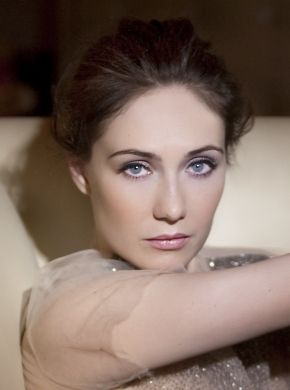 Carice van Houten, a natural beauty with an enchanting voice, absolutely adore her as Melisandre