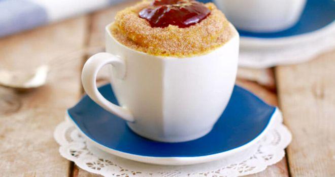 Un dessert délicieux, prêt en quelques minutes au micro-ondes? Nous, on dit oui! Le mugcake nous a rapidement séduites avec son côté moelleux, fondant et gourmand. Mais il rencontre aujourd'hui un adversaire de taille: le mugnut. Et oui, il s'agit d'un donut prêt en un tournemain au micro-ondes. Prêtes à régaler vos papilles?