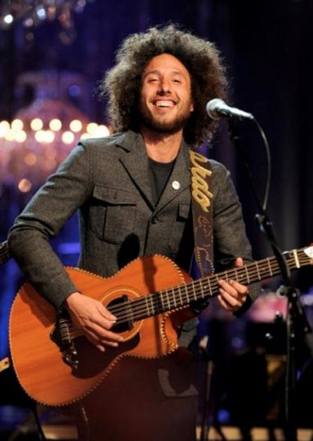 "Zack de la Rocha Playing Guitar With Los Tigeres del Norte.  ""we didn't cross the border, the border crossed us"" VIVA MEXICO!!! They performed the song ""Somos Más Americanos"" which translates to ""We Are More American"". [Music Video] They performed the song ""Somos Más Americanos"" which translates to ""We Are More American"". https://www.youtube.com/watch?v=9syRs4c4170"