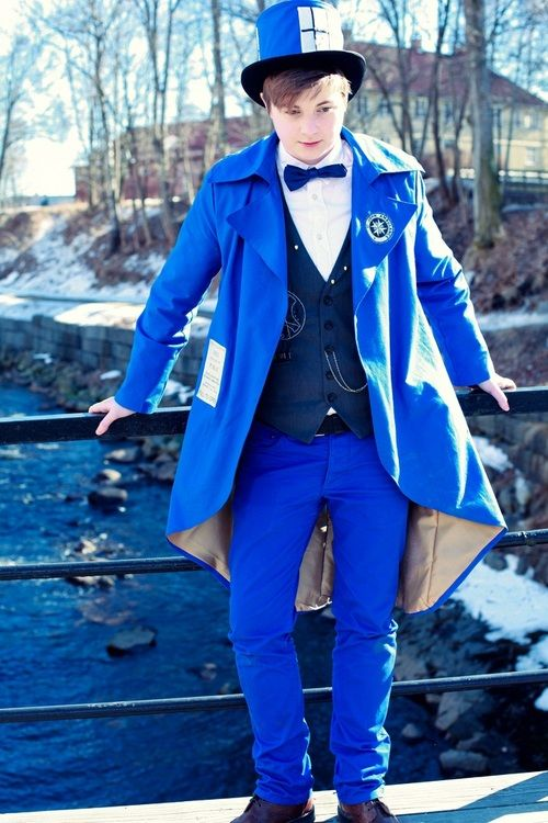 "so cool, i want this outfit! --Snog-box ""I've always seen so many lovely female Tardis cosplayers but never a male Tardis. I felt I had to change that. ;)"" [Tardis: captainimaginary, Photographer: Nova]  (more pics at http://captainimaginary.tumblr.com/post/48133827994)"