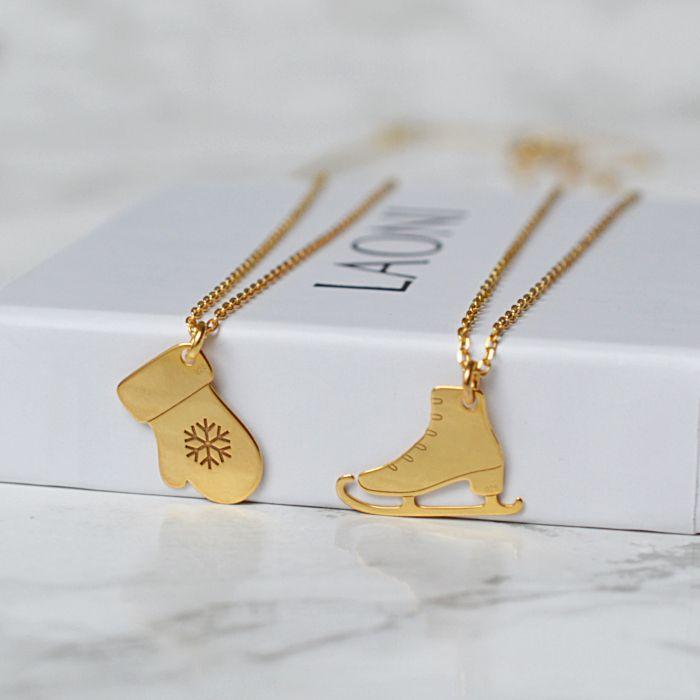 Złota bransoletka z łyżwą. Zobacz na: https://laoni.pl/zlota-bransoletka-z-lyzwa #łyżwa #bransoletka #zima #prezent #biżuteria