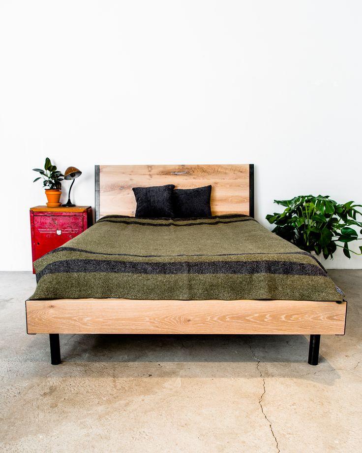 Clamp bed, whitewashed oak