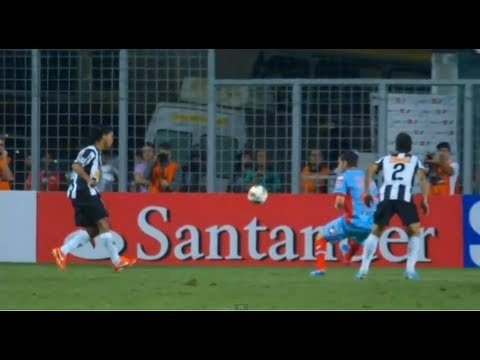 Brilliant display from Ronaldinho, the former Barcelona man scored twice - this cheeky chip the second of those in Arsenal's heavy 5-2 defeat to Atletico Mineiro in the Copa Libertadores.    Subscribe - http://www.youtube.com/subscription_center?add_user=goal    Twitter - http://twitter.com/YouTubeGoal    Facebook  Goal UK: http://www.facebook.com/Goal...