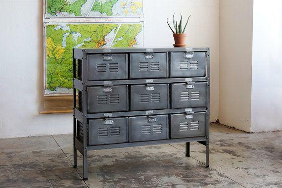 3 x 3 Jahrgang Locker Korb Einheit mit monochromen natürlichem Finish Stahl Schubladen und Rahmen on Etsy, 1.043,44€