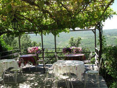 Pergola pour petits déjeuners des Chambres d'hôtes à vendre à saint Martin de castillon en Vaucluse
