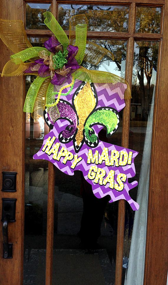 This Mardi Gras door hanger is perfect for your door, wall or any where else! This isnt like your normal wood door hanger... This is made out