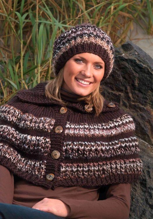Poncho och mössa #vikingofnorway #knittingroom #stickat #garn #poncho #mossa