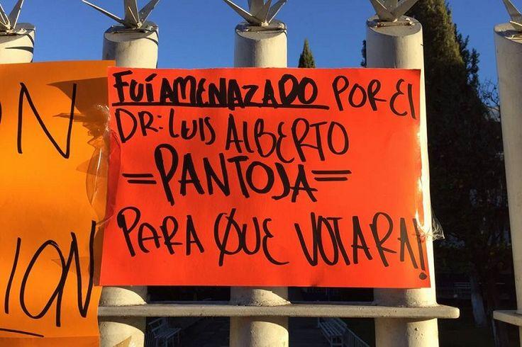 Los manifestantes aseguran que fueron obligados a votar en cierto sentido para la integración del Consejo de la Facultad de Odontología – Morelia, Michoacán, 11 de enero de 2016.- Un ...