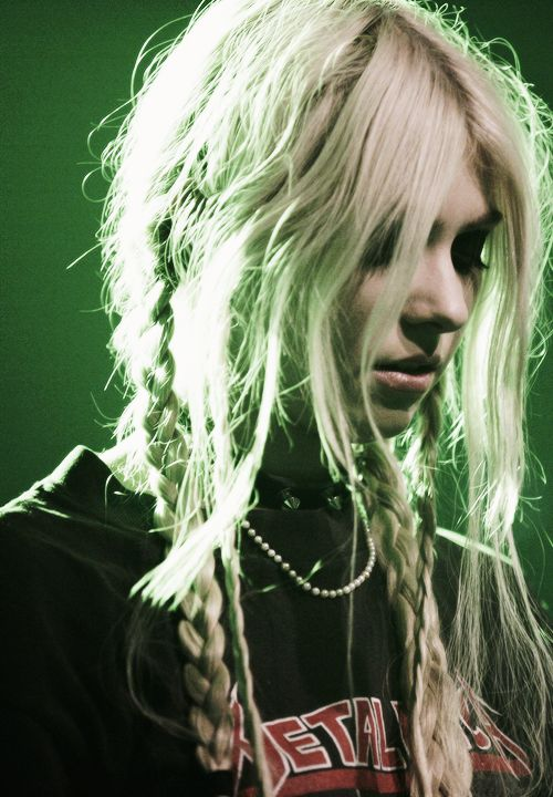 Taylor Momsen (i have no idea what kind of music this chick plays but she sure looks HOT doing it!!! -jasmine )