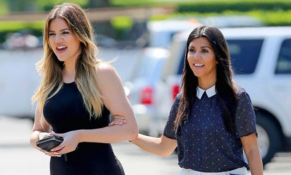 Protagonizan hermanas Kardashian pelea