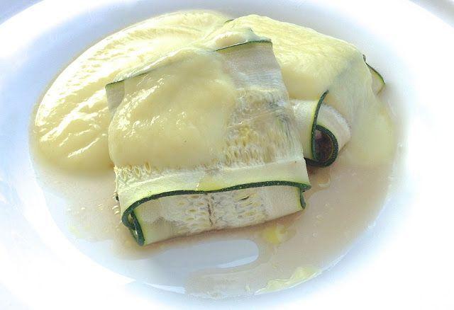 Hoy una receta muy fácil para que veías como con un poco de imaginación se pueden hacer platos sanos, originales y bajos en calorías. Ingredientes (para 4 personas) 2 calabacines 350 gr. de champi…