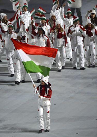 A  Szocsi téli olimpia  megnyitó ünnepsége.  A Magyar  zászlóvivő Heidum Bernadett rövidpályás gyorskorcsolyázó volt.