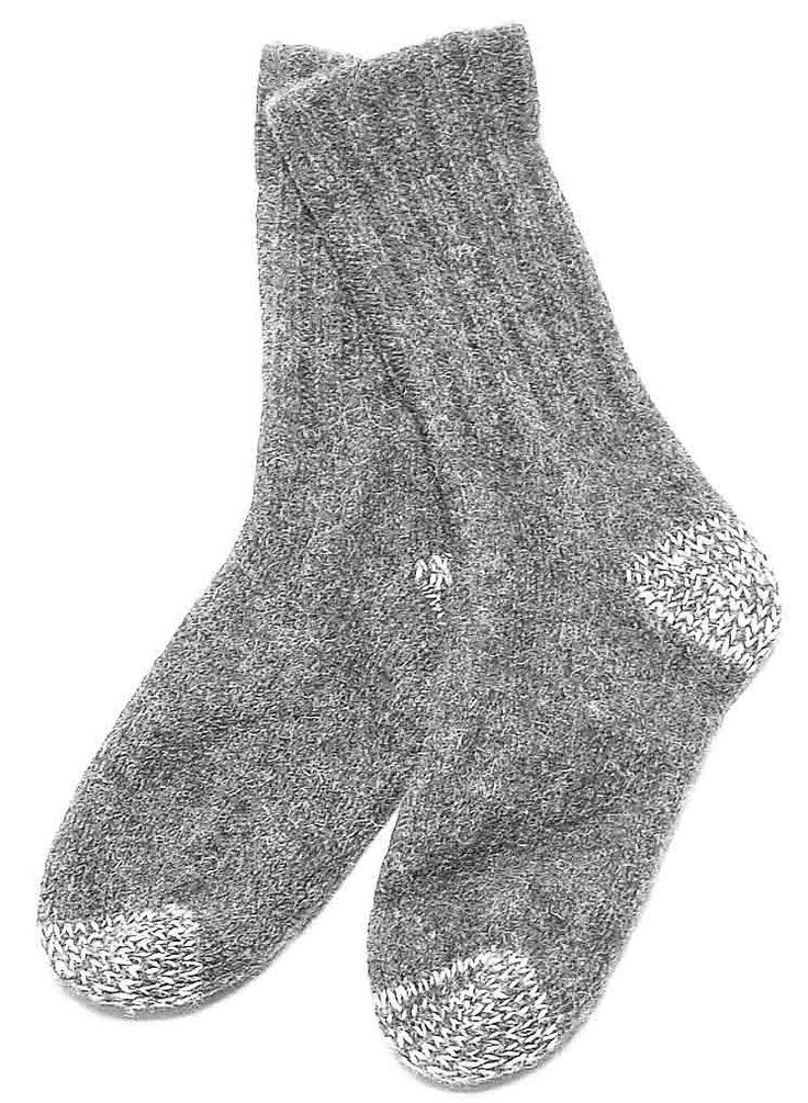 Die Socken Ennstal sind aus gewalkter Schafwolle hergestellt und sind tolle Wandersocken. Die Ferse und die Spitze sind mit Beilaufgarn aus Polyester verstärkt.