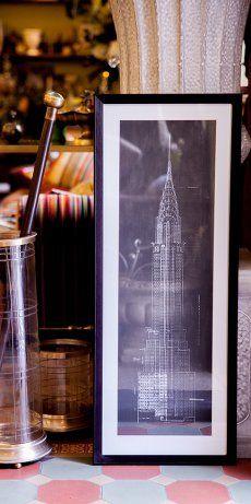 Постер в раме с изображением небоскреба