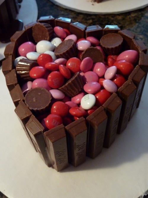Heart Kit Kat Cake.
