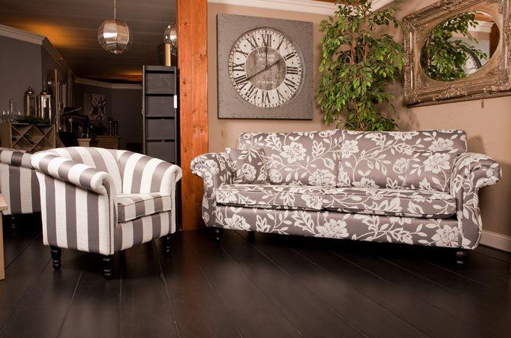 Bloembank en gestreepte fauteuil James  Voor de landelijke woonkamer met chique twist, kiest u deze comfortabele en prachtige elegante lifestyle bank met bijpassende fauteuil.