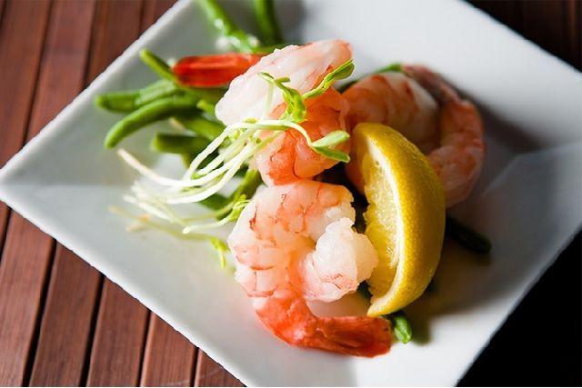 Мир сегодня восхищается диетой по-японски, многие ею пользуются, японская еда стала очень популярной среди европейцев. Но в чем же суть диеты по-японски? Что составляет основу такого способа питания?