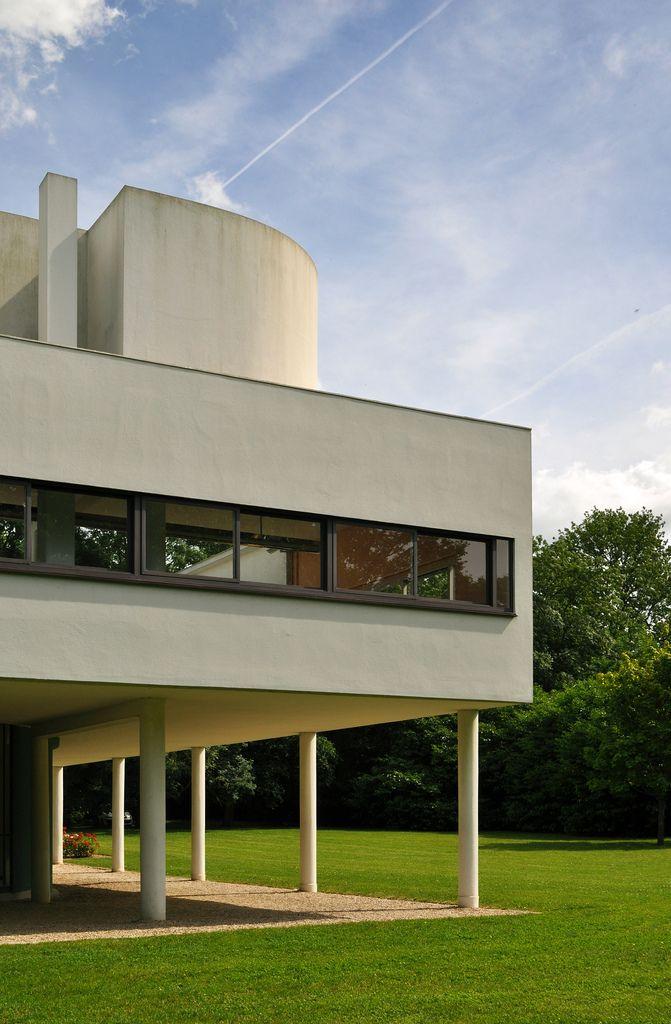 MOVIMENTO RAZIONALISTA: Villa Savoye a Poissy, Francia (1928-31) - Le Corbusier.