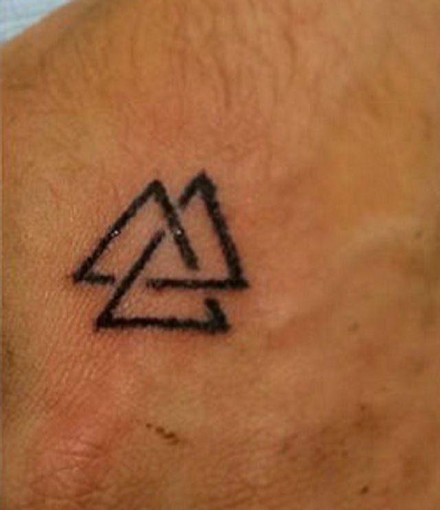 Tatuajes de Runas Vikingas. Talismanes nórdicos con los que empezar el año nuevo: -Valknut