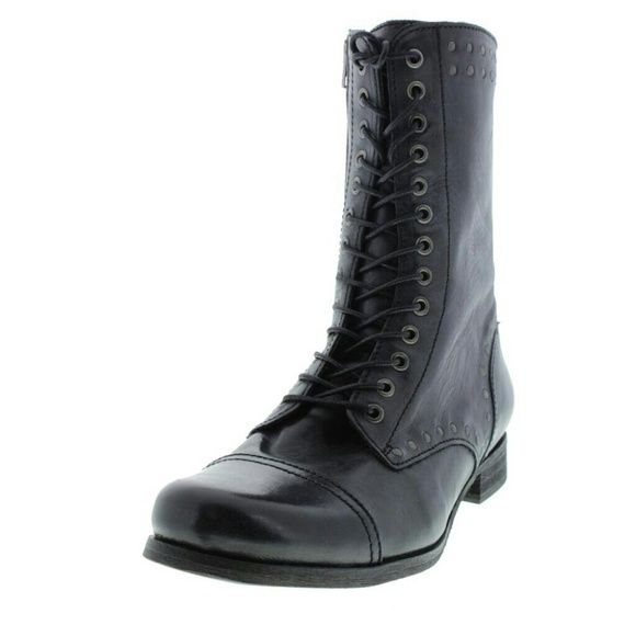 DIESEL  The Wild Land Arthik Black DIESEL  The Wild Land Arthik Black Lace-Up Boot Shoes 7.  Manufacturer: Diesel Size: 7 Manufacturer Color: Black Retail: $325.00 Condition: New with box Style Type: Lace-Up Boot Collection: Diesel Shoe Width: Heel Height (Inches): 1 Inches Platform Height (Inches): 1/4 Inches Shaft Height (Inches): 8 1/2 Inches Shaft Width (Inches): 11 Inches Closure: Side Zipper Material: Leather/Man Made Fabric Type: Leather Specialty: Studded diesel Shoes