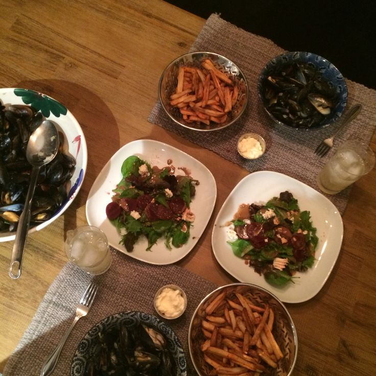 Moules dijonnaise/frites smoked paprika. Balsamic beet and goat cheese mixed salad. Bourbon lemonade