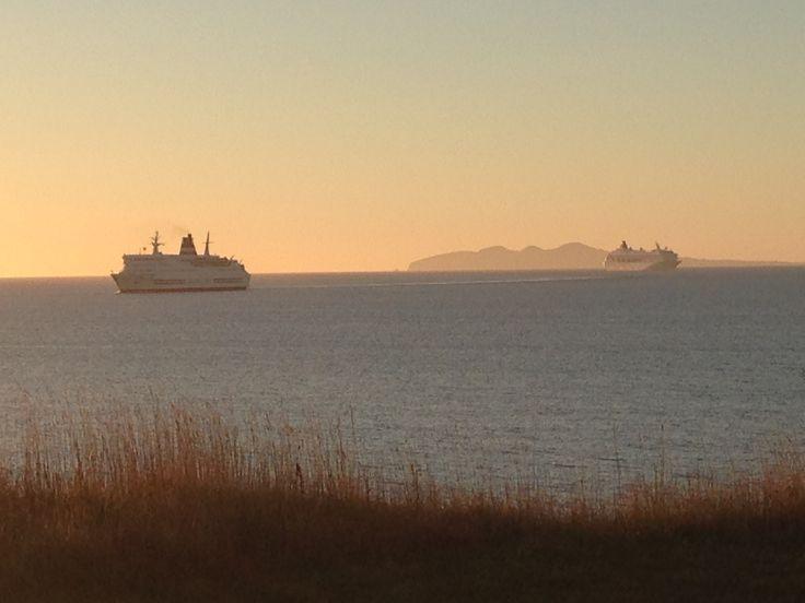 Le Crystal Symphony et le CTMA Vacancier dans la Baie de Plaisance, aux Iles de la Madeleine en septembre 2013 #escaleim