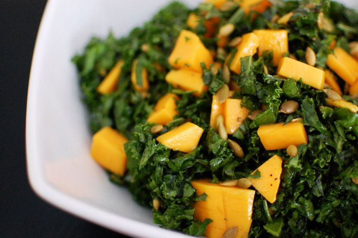 Receta de Ensalada de Col Rizada o Kale con Mango y Pepitas
