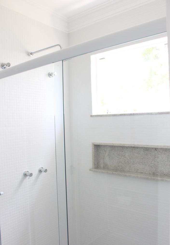 Reforma do banheiro da demi-suite - episódio 3 Pintura de pastilha com  tinta epoxi, papel de parede no banheiro e armarinho feito em casa!