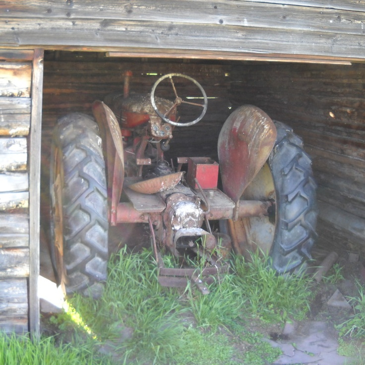 Do you think Barn Find deserves to win the Steiner Tractor Parts Photo Contest?  Have your say and vote today for your favorite antique tractor photos!