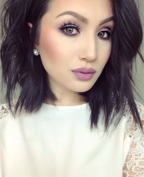 I wish I could pull off dark hair like this