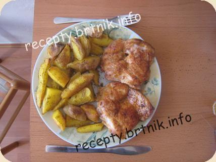 Kuřecí minutka s pečenými brambory